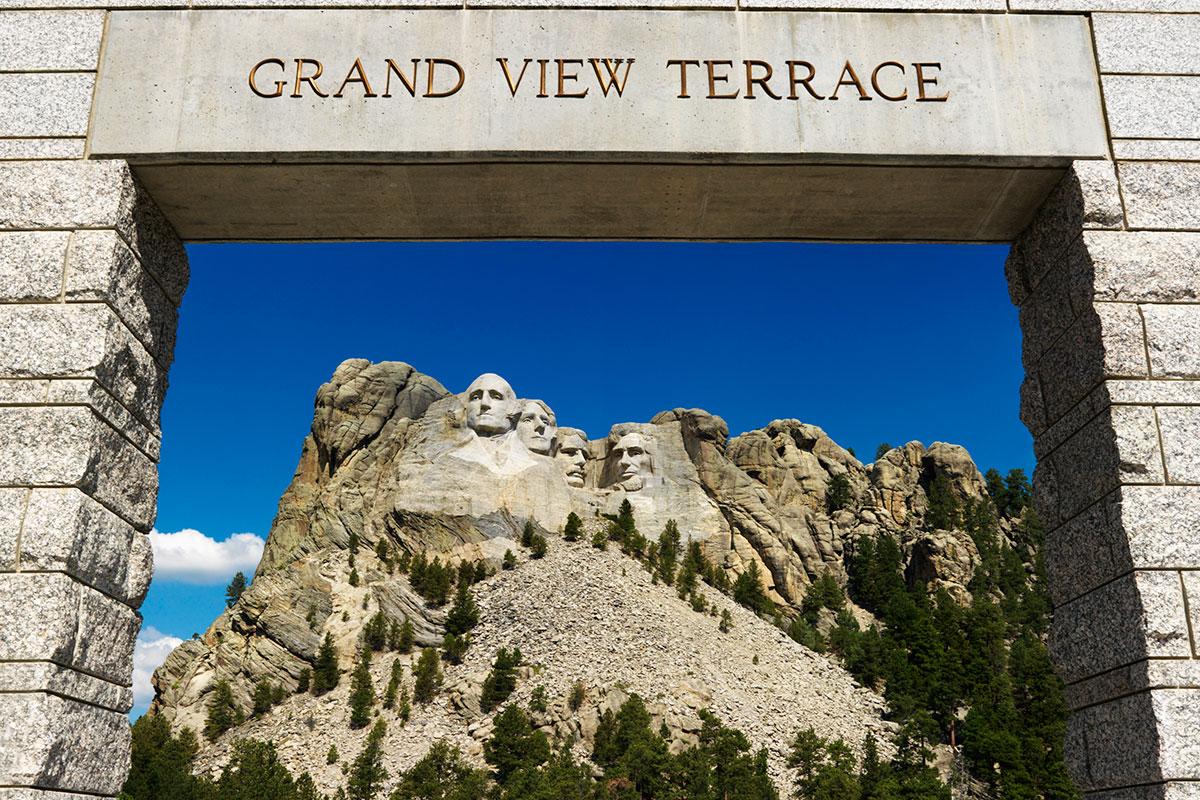 Photos Mount Rushmore National Memorial : mount rushmore entrance from www.mtrushmorenationalmemorial.com size 1200 x 800 jpeg 336kB